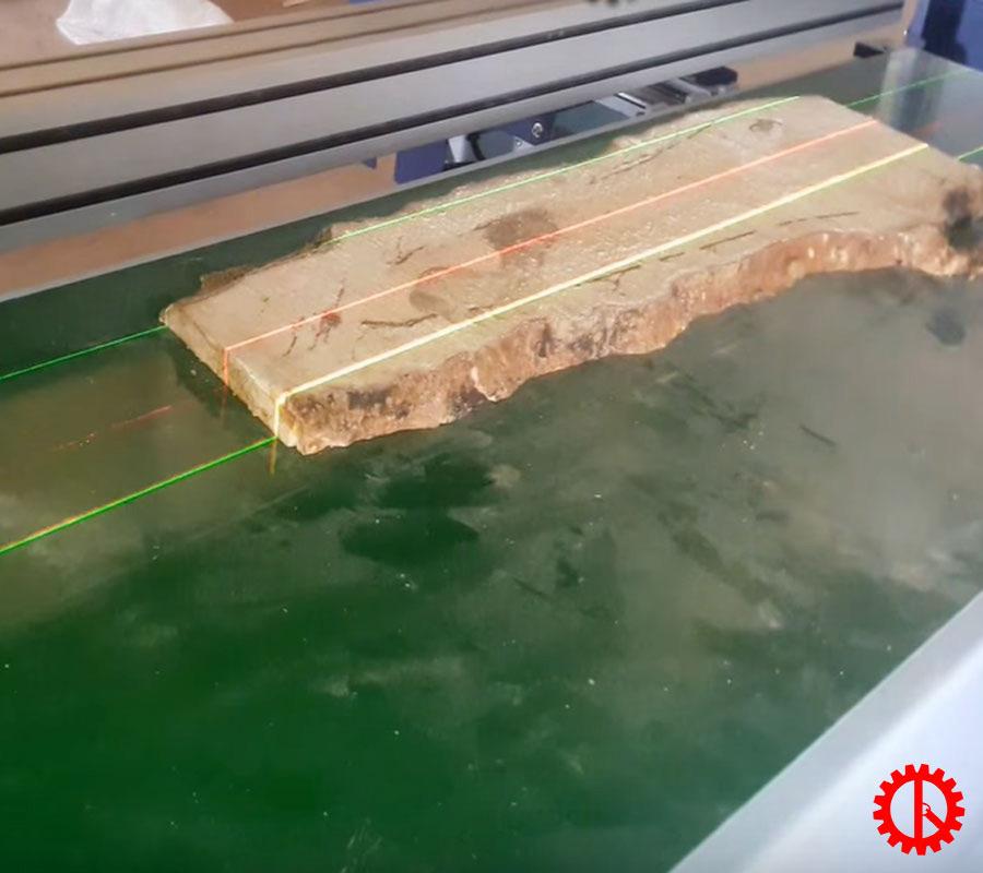 Cắt theo lazer máy cưa rong tự động GRS-460M | Quốc Duy