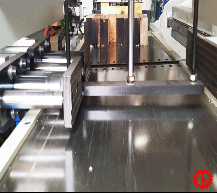 Bộ giữ phôi máy bào thẩm tự động trục dao xoắn SM-MB504A | Quốc Duy