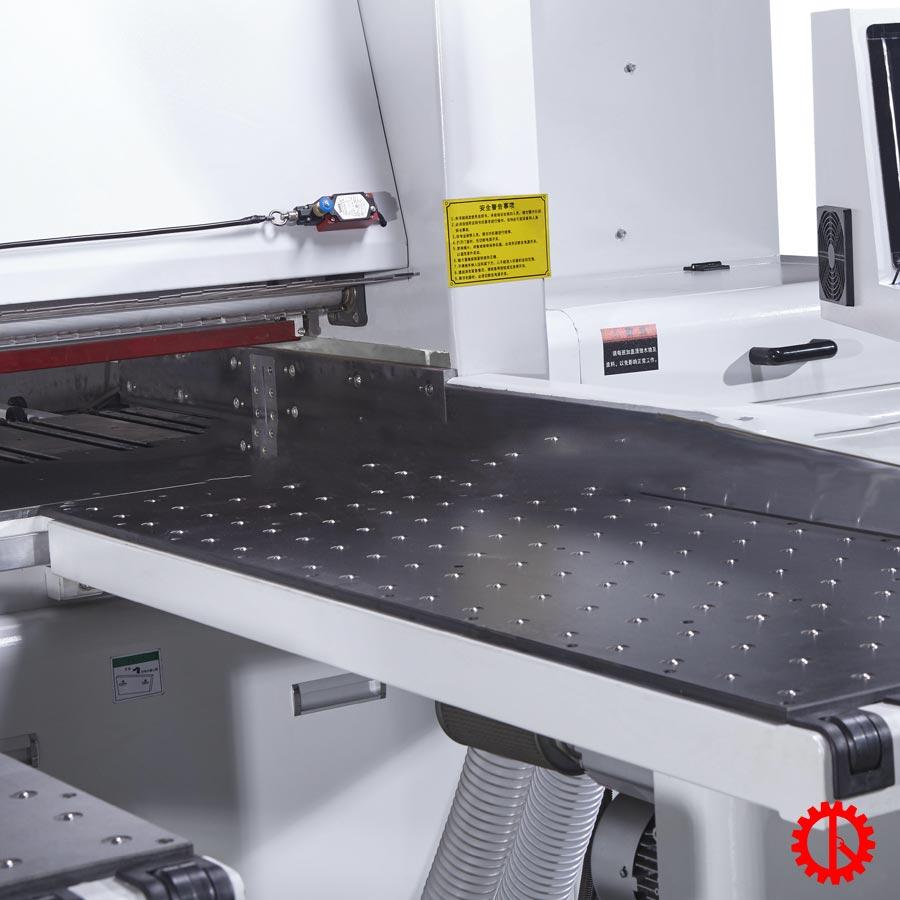 mặt bàn bi di chuyển phôi dễ dàng máy cưa panel saw   Quốc Duy